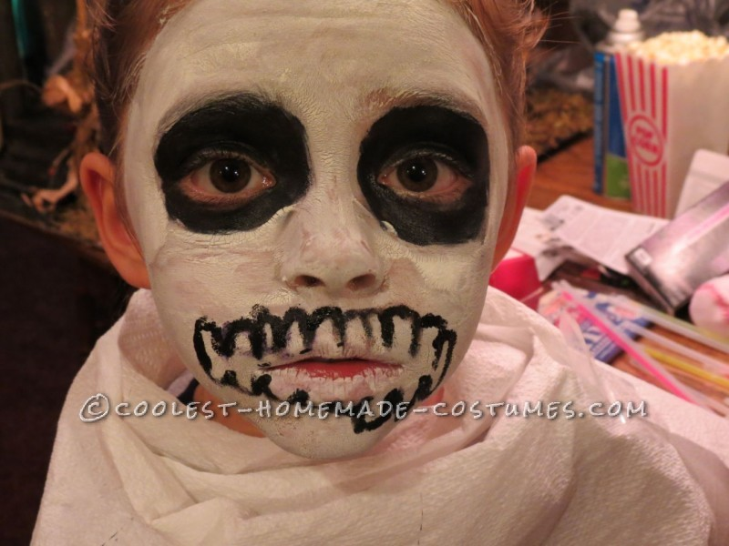 glow in the dark face make up