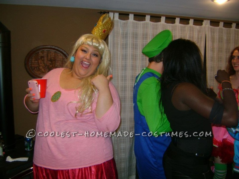 Cool Homemade Plus-Size Princess Peach Halloween Costume