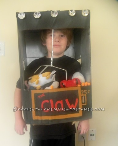 Super-Easy and Cheap Costume Idea for a Child: The Claw Machine