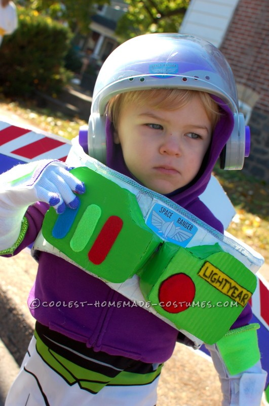 No-Sew Buzz Lightyear Costume for a Toddler - 1