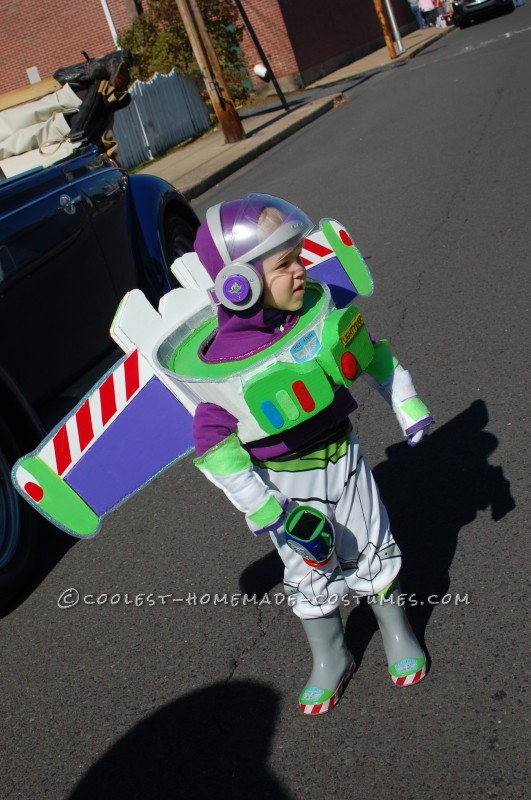 No-Sew Buzz Lightyear Costume for a Toddler - 3