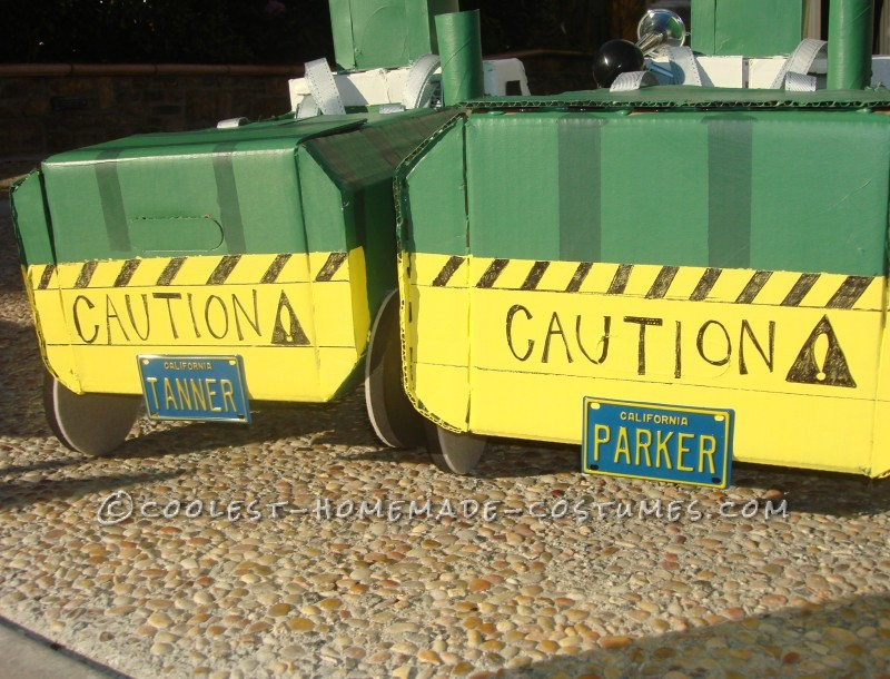 Great DIY Costume Idea for a Family: Recycle Bins and Garbage Truck Family!