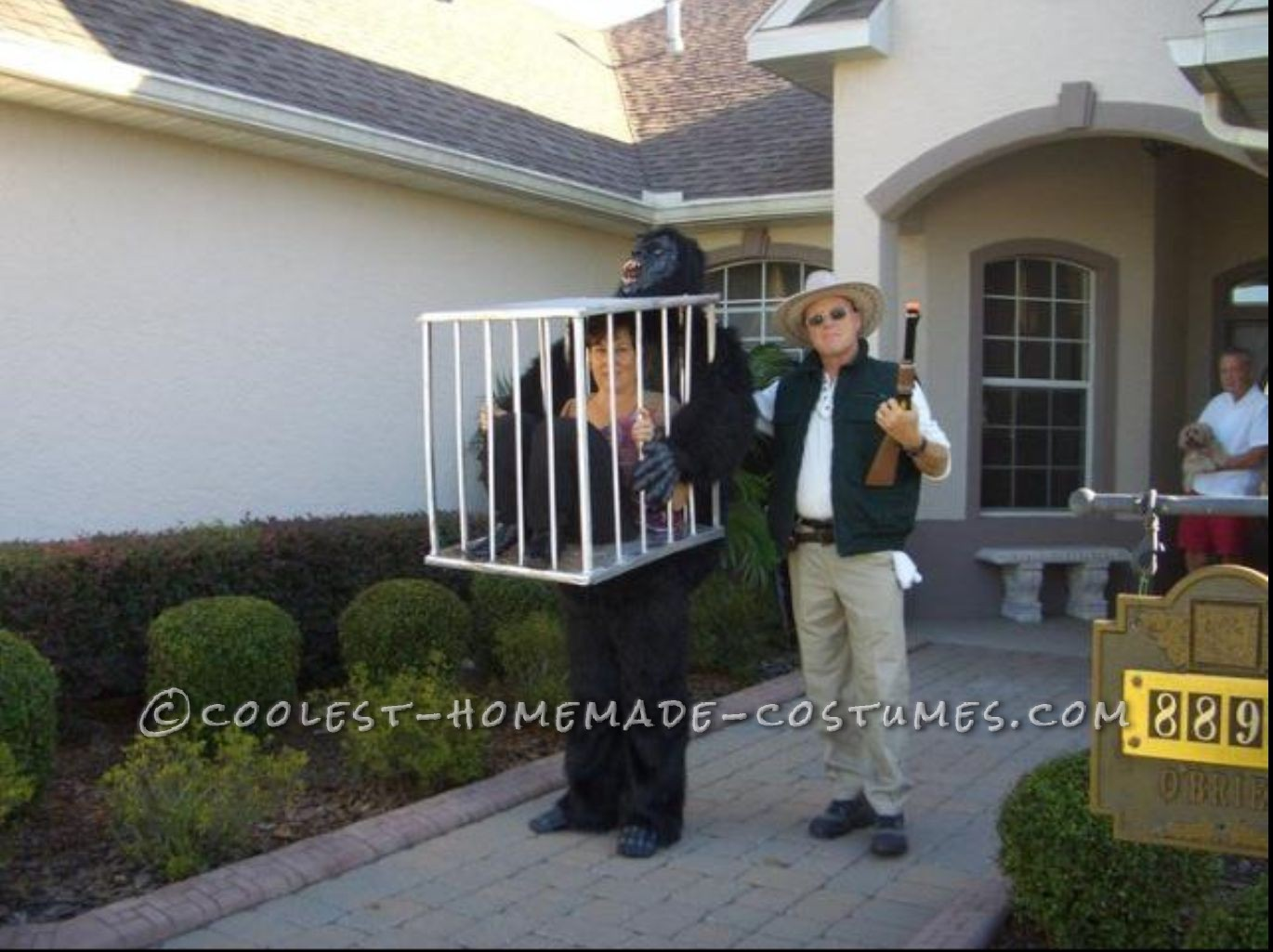 Rescue Me! Gorilla Carrying a Cage Illusion Costume