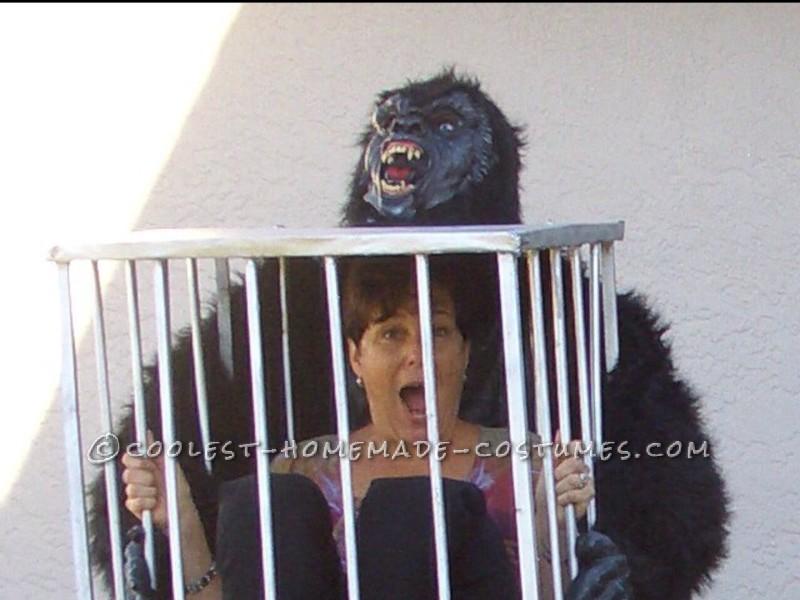 Rescue Me! Gorilla Carrying a Cage Illusion Costume - 1