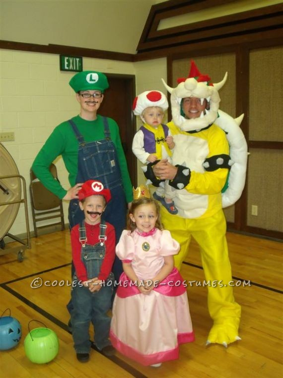 Cool Homemade Super Mario Family Costume