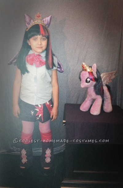 My Little Pony Equestria Girls, Princess Twilight Sparkle Costume: MLP EG Princess Twilight Sparkle, in humanoid form. Costume deluxe. Complete set with wig, ears headband and crown. Homemade by Izobel (me). This litt