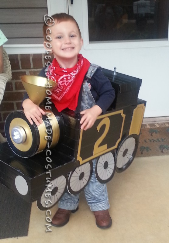 Awesome Halloween Steam Locomotive Train with a Little Engineer! - 1