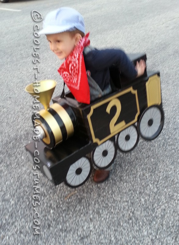 Awesome Halloween Steam Locomotive Train with a Little Engineer! - 3