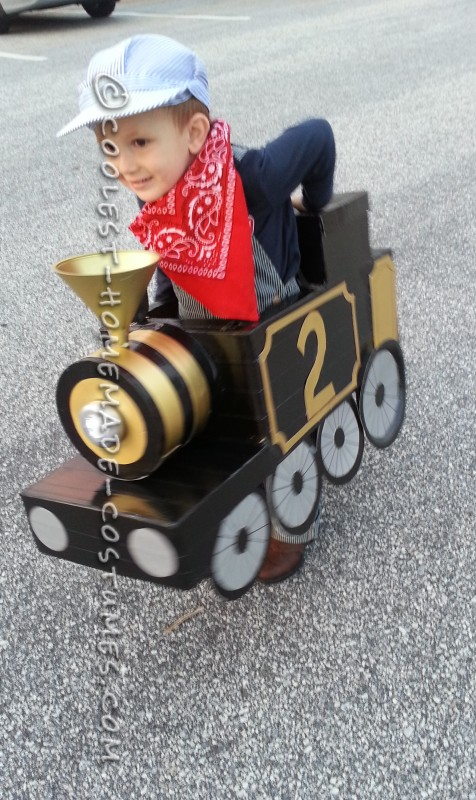 Awesome Halloween Steam Locomotive Train with a Little Engineer! - 4
