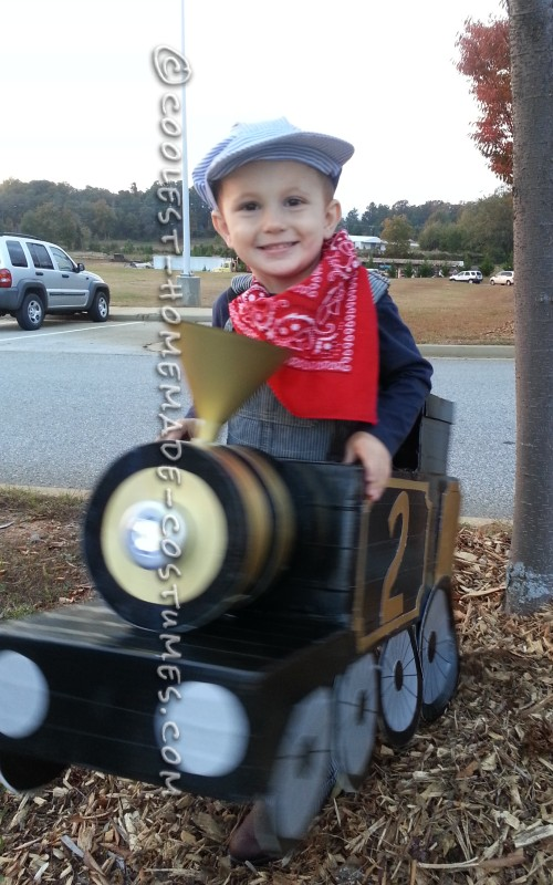 Awesome Halloween Steam Locomotive Train with a Little Engineer! - 5