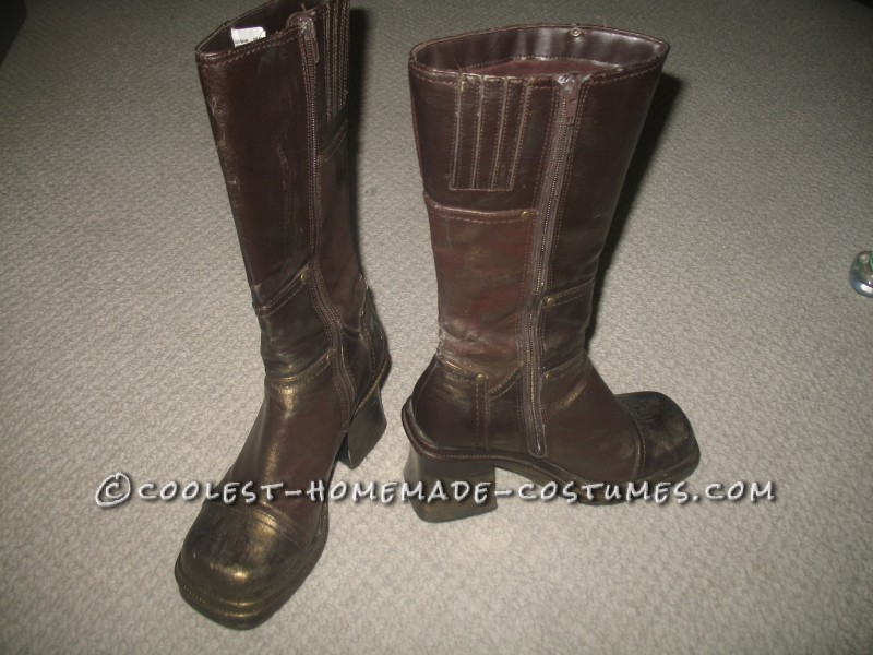 Statue Boots