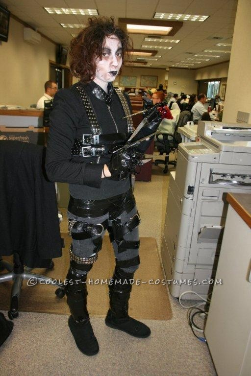 Cool DIY Edward Scissorhands Halloween Costume