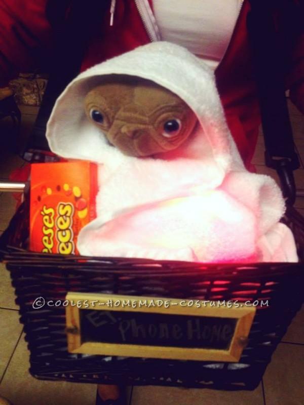 Last-Minute Elliot and ET Costume for Girls