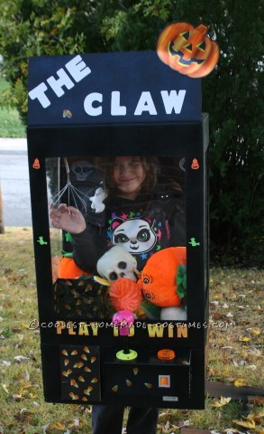 Girl's Halloween Claw Machine Costume