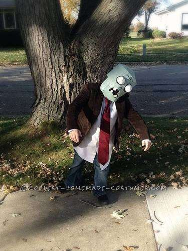 Plants vs. Zombies Flag Zombie Costume: I want BRAINS!