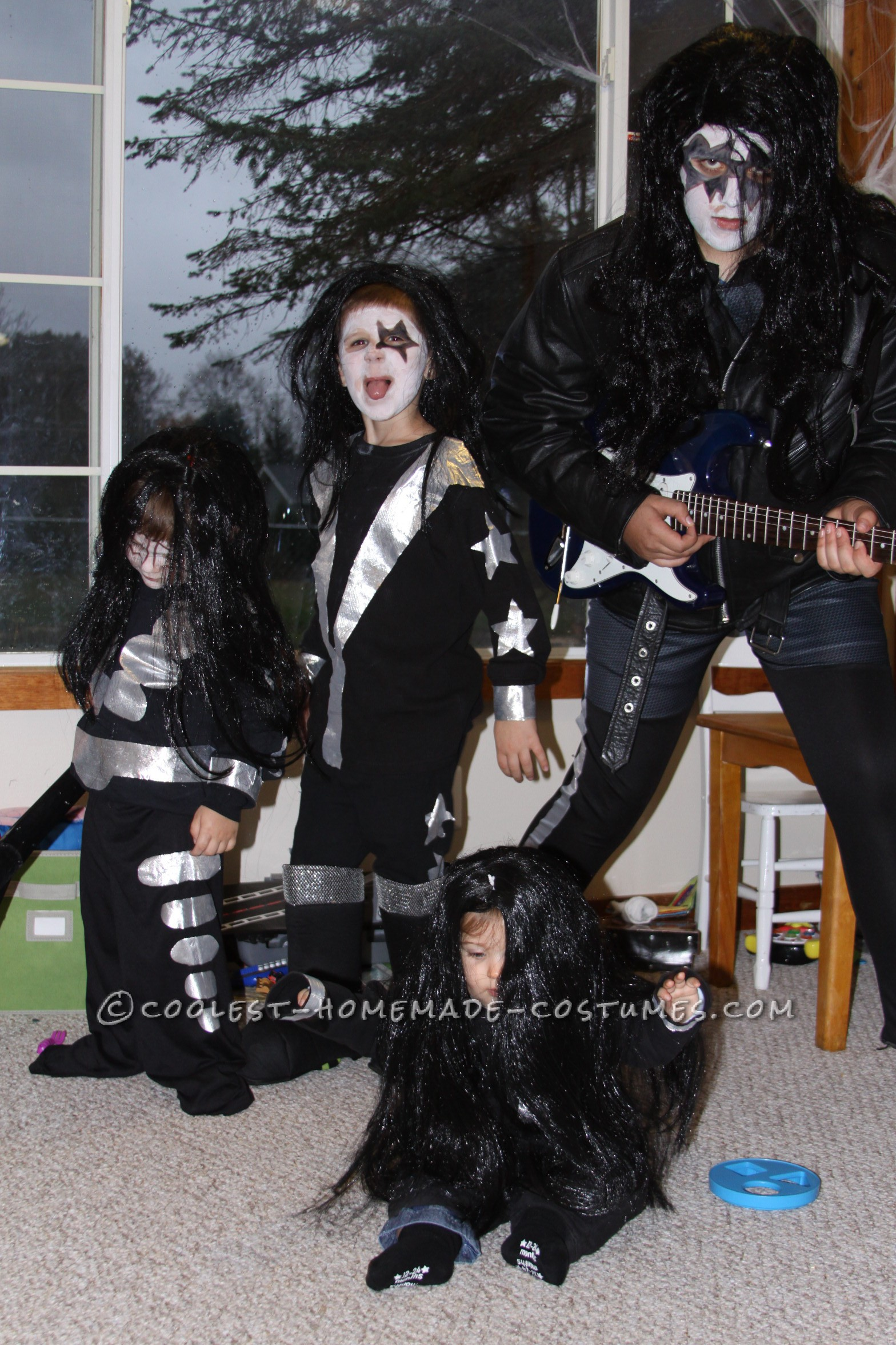Cool Family KISS Costume (... and KISSING My Fingertips Goodbye!)