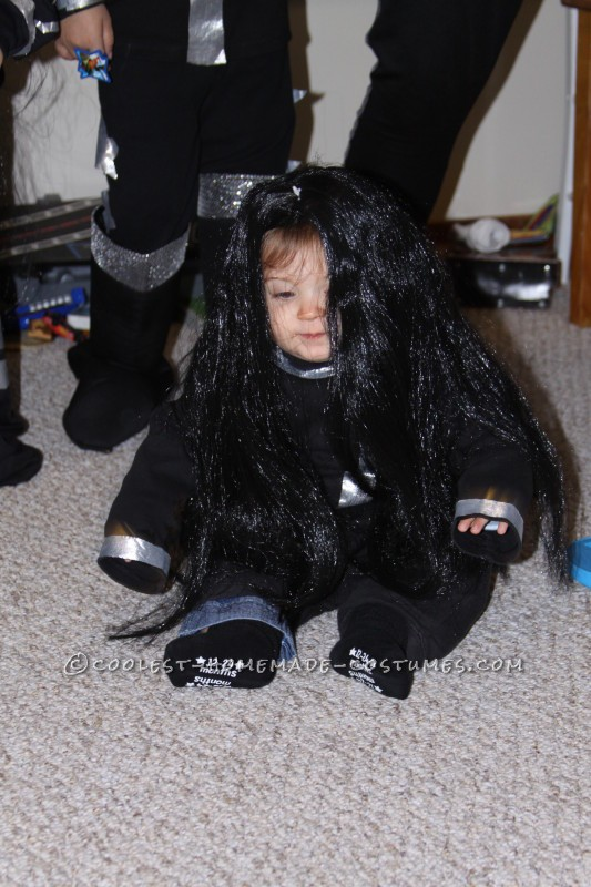 Cool Family KISS Costume (… and KISSING My Fingertips Goodbye!) - 4