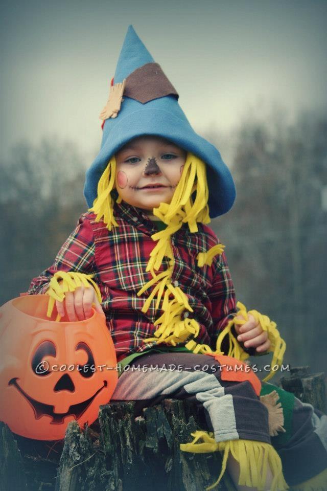 No-Sew Scarecrow Costume