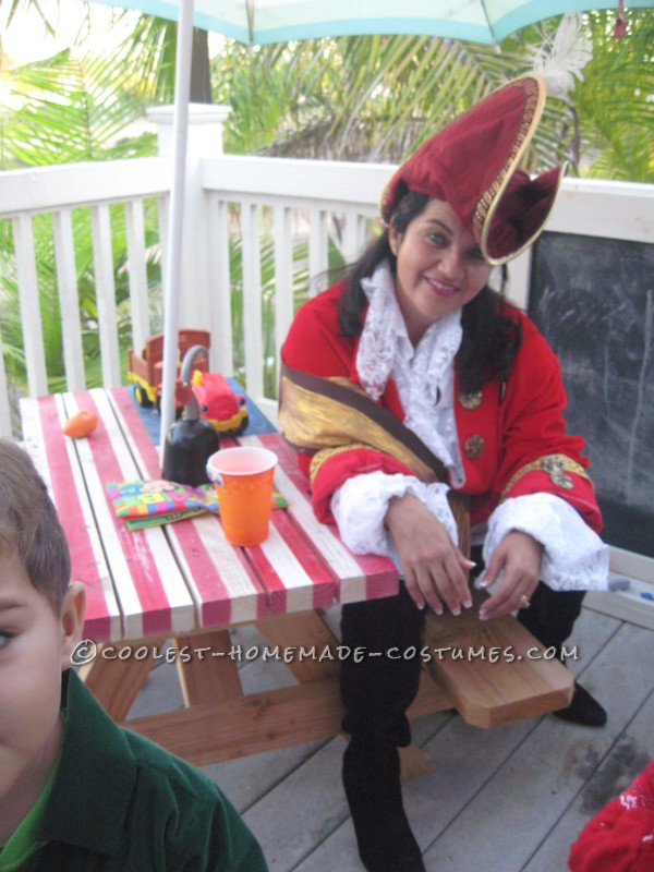 Peter Pan, Mr. Smee and Captain Hook Family Costume - 4
