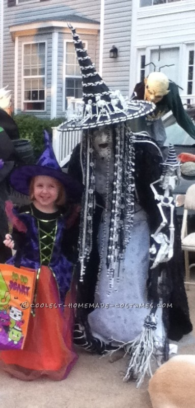 Bodacious Black and White Witch Costume (On a Budget): I wanted a witch costume that was only black and white, and since I couldn't find one, I decided to make it. The major issues were: I didn't have a