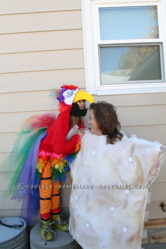 Cool Mom and Daughter Couple Halloween Costume: Polly Wants A Cracker! - 5
