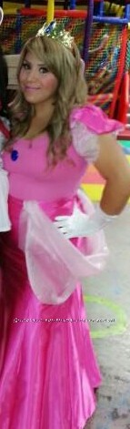 Pretty Princess Peach DIY Halloween Costume