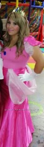 Pretty Princess Peach DIY Halloween Costume