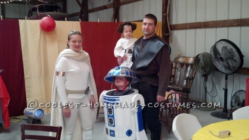 Cool R2-D2 Costume for a Boy - 4