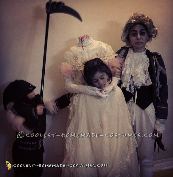 Scary Headless Marie Antoinette, Louis XVI and Executioner Costumes!