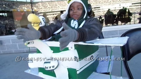 Cool DIY Costume: Snoopy The Flying Ace Combined with a NY Jet Fan