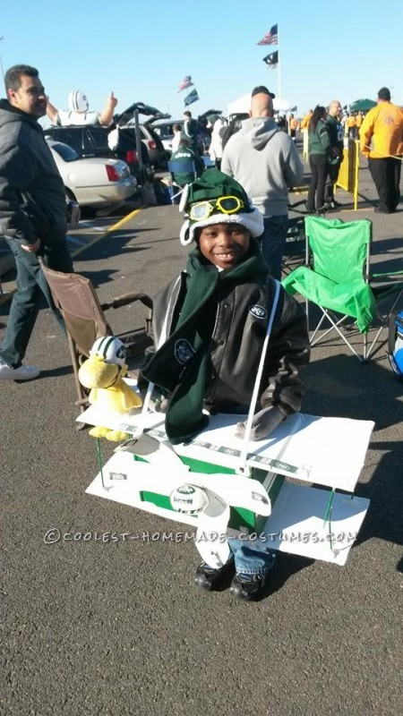 Cool DIY Costume: Snoopy The Flying Ace Combined with a NY Jet Fan - 2