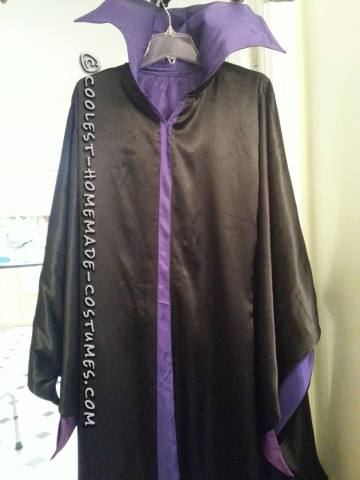 The robe was pretty much finished, it is time for make the light up staff. It took me around three days to make it.