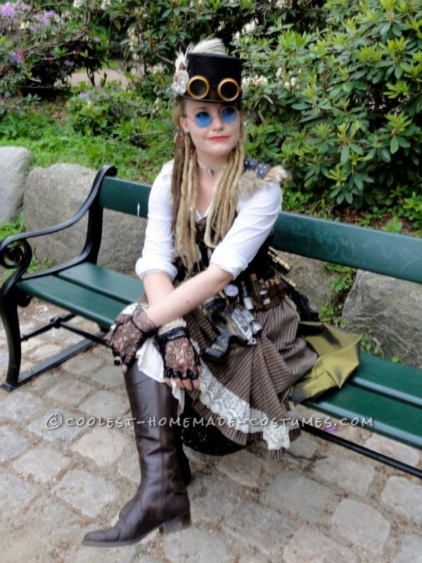Cool Woman's Steampunk Costume: The Lady Captain of the Ark - 6