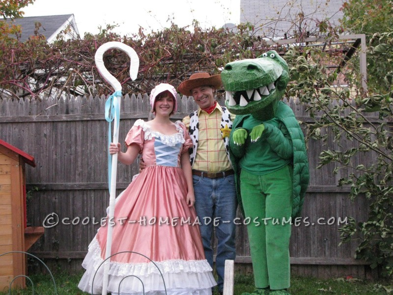 Cool Homemade Toy Story Family Costume - 2