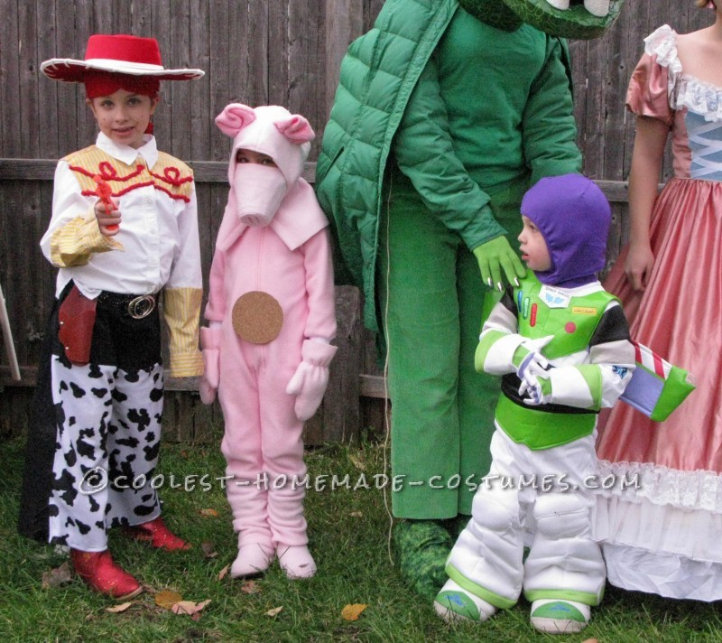 Cool Homemade Toy Story Family Costume - 4