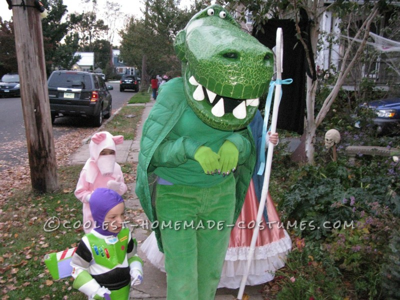 Cool Homemade Toy Story Family Costume - 8