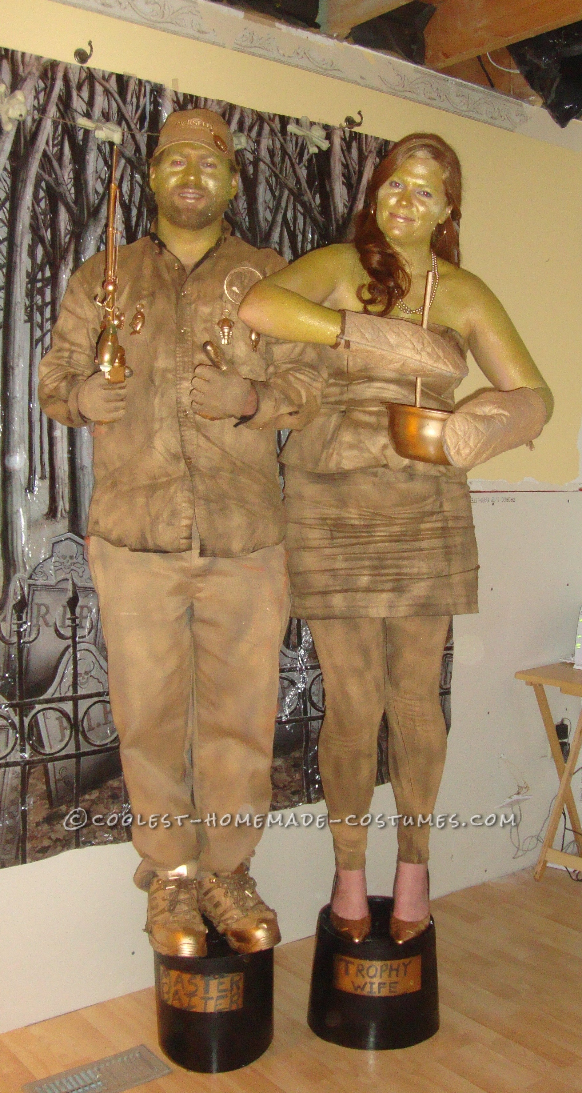 Gold Trophy Wife And Master Baiter Couple Costume