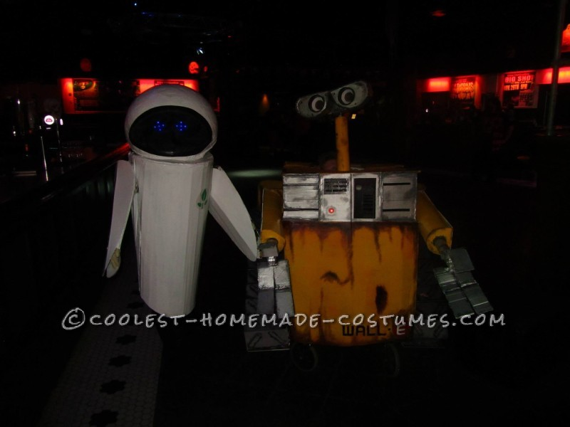 Cool Homemade Wall-E Costume with Moving Parts - 2