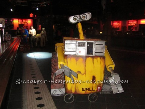Cool Homemade Wall-E Costume with Moving Parts