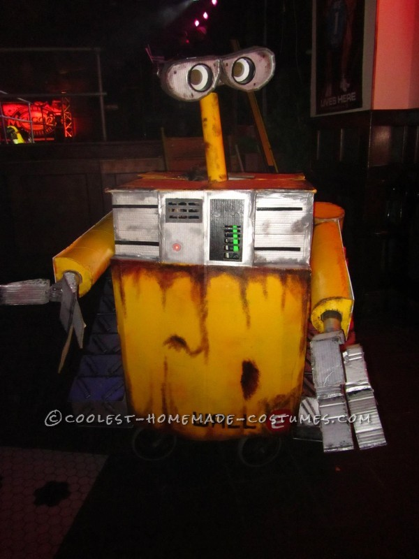 Cool Homemade Wall-E Costume with Moving Parts - 3