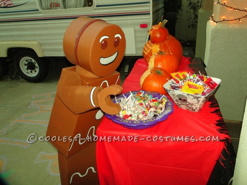 Lego Gingerbread Man Minifigure trick or treating.