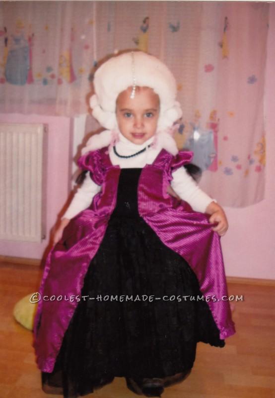 Adorable Homemade Marie Antoinette Costume for a Girl - 2