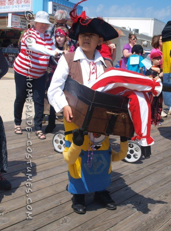 Optical Illusion Costume: A Minion Carrying a Pirate in a Treasure Chest - 1