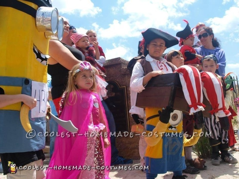 Optical Illusion Costume: A Minion Carrying a Pirate in a Treasure Chest - 2