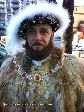 Nasty King Henry VIII Costume with a Bloody Head in a Basket