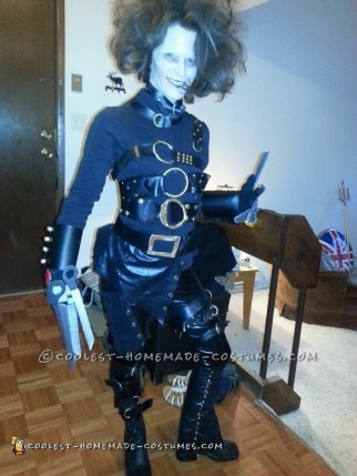 Low-Cost DIY Movie-Worthy Edward Scissorhands Costume