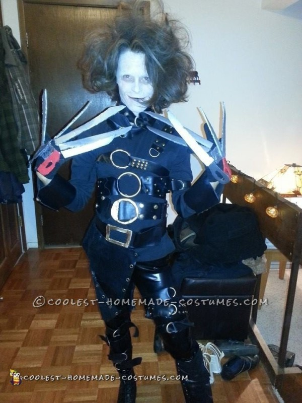 Low-Cost DIY Movie-Worthy Edward Scissorhands Costume