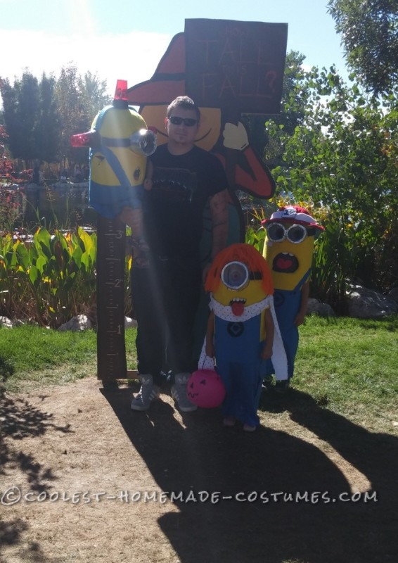 Cool Family Halloween Costume: Adorable Minions - 3