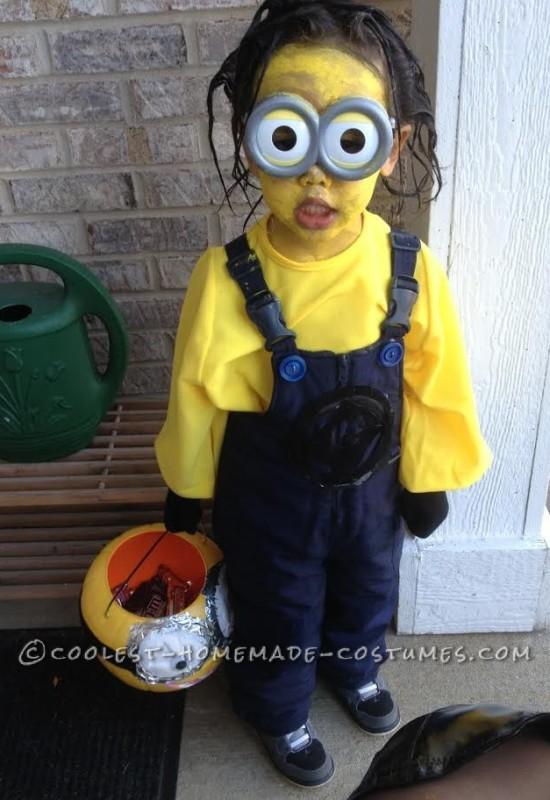 4 Year Old Minion Costume Makes Shocking Neighborhood Appearance