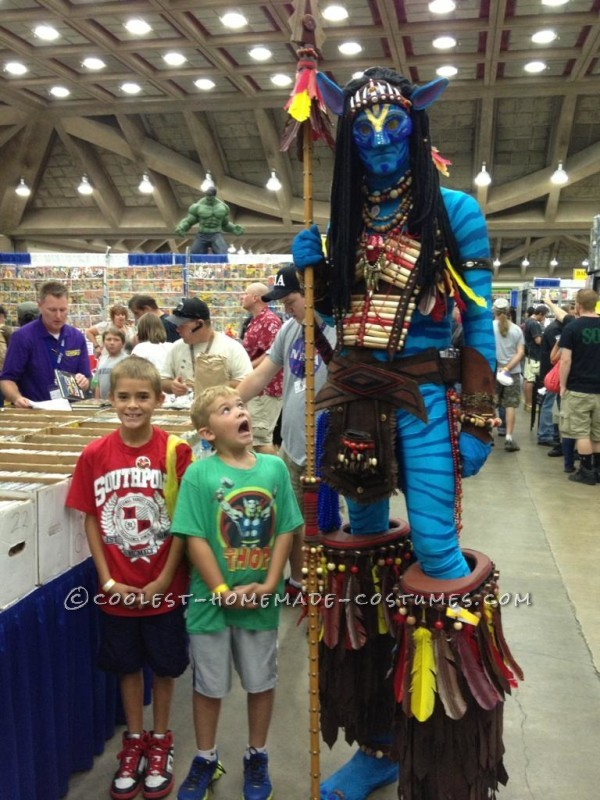 8 foot AVATAR warrior towers over his fans at the Baltimore Comic-Con